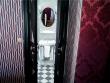 Vues à l'hôtel JoBo : des portes battantes pour délimiter une salle de bains