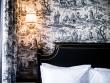 Vue à l'hôtel JoBo : de la toile de Jouy pour habiller les murs