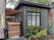 Un cabanon lié à la maison qui utilise les mêmes codes architecturaux
