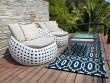 Un tapis graphique-chic pour une terrasse contemporaine