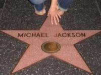 Polémique autour de la mise aux enchères du lit de M. Jackson
