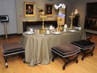 Pénélope dresse la table au musée