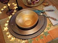 Une table de Noël aux reflets dorés