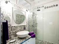 L'effet dynamisant du carrelage dans une salle de bains