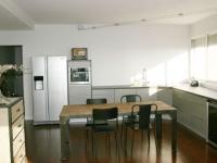 Un appartement réorganisé autour de la cuisine