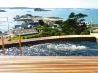 Une piscine à fond mobile pour profiter de la vue