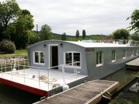 Un loft flottant spacieux et lumineux