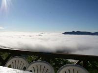 Une terrasse la tête dans les nuages
