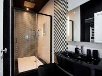 Dix salles de bains à l'esthétique radicale
