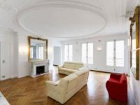 Un appartement haussmannien renaît avec style