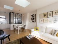 Deux chambres de bonnes réunies pour créer un appartement familial