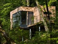Des cabanes bois et design plongées dans la nature