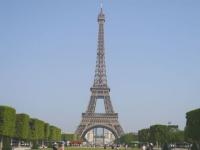 Un bout d'escalier de la tour Eiffel est à vendre