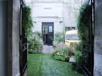 """Le concept store Merci transformé en """"jardin rock"""""""