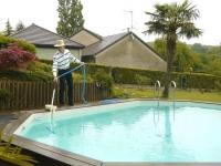 Un aspirateur de piscine qui capte la poussière sans électricité