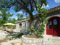Rénovation de ruines : Deux abris de berger transformés en un gîte provençal