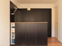 Aménager un petit espace : des meubles cloisons reconfigurent un appartement