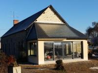 Une maison se chauffe par le sol grâce au soleil