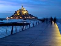 Le Mont-Saint-Michel se dote d'un chemin de lumière