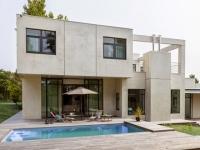 Maison d'architecte : une villa cubique au charme naturel caché