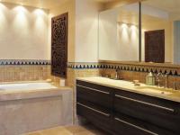 Une salle de bains à l'orientale dédiée au bien-être