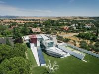 Une villa multi-facettes habilement mise en lumière