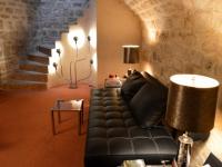 Une cave parisienne entre espace de travail et de relaxation