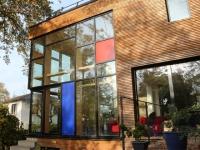 Avant/Après : Une maison transformée grâce à une seconde peau en bois