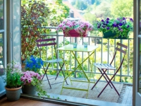 Petit balcon : dix aménagements gain de place