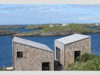 Des maisons d'artistes revêtues de bois au bord du cercle Arctique