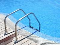 Baisser la consommation d'eau et d'énergie de sa piscine, c'est possible