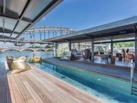 Plongée dans l'architecture du premier hôtel flottant de Paris
