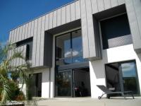 Zinc et métal noir pour une villa bordelaise au style industriel