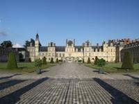 Elle offre 15.000 € pour restaurer l'escalier du Château de Fontainebleau