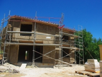 Zoom sur des maisons réalisées en béton de chanvre (VIDEO)