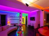 Mise en lumière arc-en-ciel pour un appartement parisien