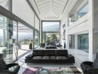 Une villa espagnole cubique et transparente
