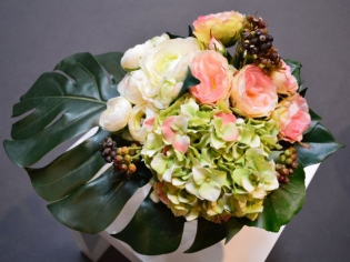 Apprenez à créer un bouquet de fleurs artificielles