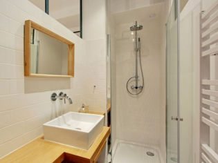 Petits espaces : 10 mini salles de bains parfaitement optimisées