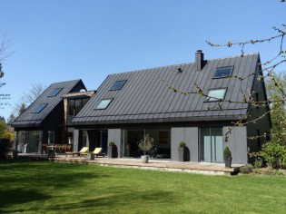 Une maison des années 80 se métamorphose en villa contemporaine