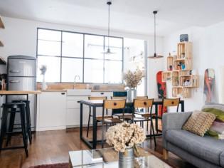 Un appartement au rez-de-chaussée s'agrandit et s'illumine