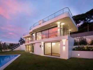 Une villa paquebot sur les hauteurs de Cannes