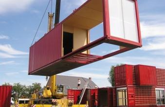 villa au toit en cailles vivre dans un conteneur immobilier ce qui change habiter sur une. Black Bedroom Furniture Sets. Home Design Ideas