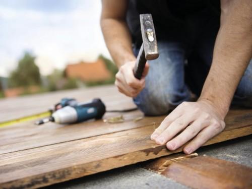 Petits travaux de bricolage : les particuliers au secours des particuliers