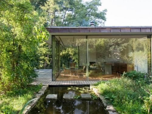 10 maisons transparentes, totalement ouvertes sur l'extérieur