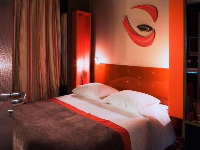 five hotel chambre orange