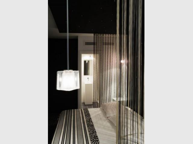 five hotel chambre baldaquin