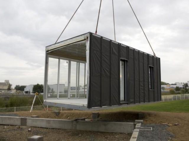 une maison modulable mont e en 3h. Black Bedroom Furniture Sets. Home Design Ideas