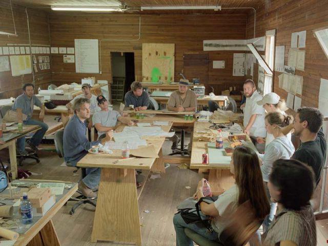 Rural studio Andrew Freear et ses étudiants