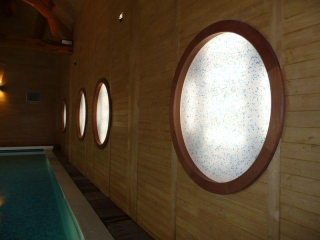 Hublots façon paquebot - reportage piscine intérieure - Christelle Brosset - Provins